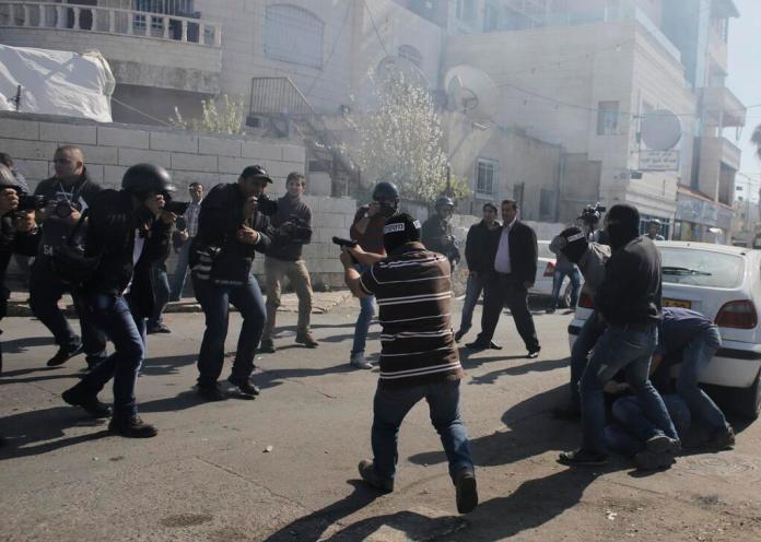 Proteste a Gerusalemme Est (foto di Ammar Awad/Reuters)