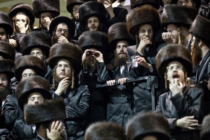 La folla a un matrimonio a Netanya, 2013 (foto di Pavel Wolberg)