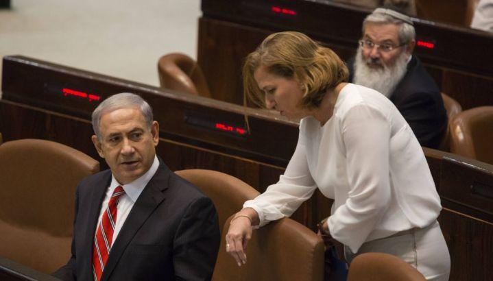 Netanyahu con Tzipi Livni, suo ministro della Giustizia, durante una seduta della Knesset, il parlamento israeliano (foto Flash 90)